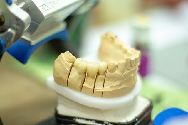 Il medico odontoiatra si trova spesso ad affrontare disturbi e disfunzioni particolari che solo attraverso opportuni interventi possono essere risolti.